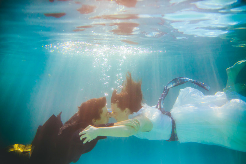 Underwater engagement session 005 photo